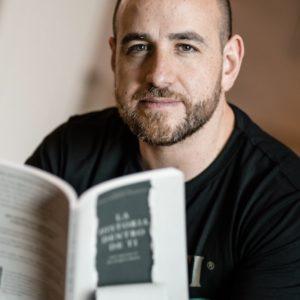 Xavier Cornejo: autor galardonado en competencia internacional en los Estados Unidos