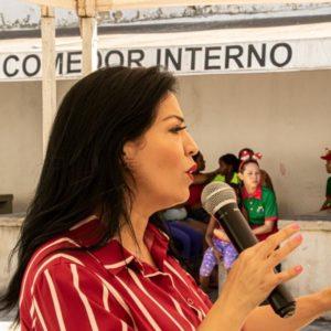 Autora de Mujer, valórate, comparte su libro en Cárcel de Mujeres